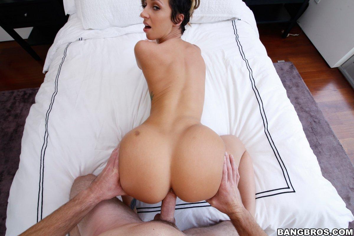 Jada Stevens трахается и хвастается интимный пирсинг