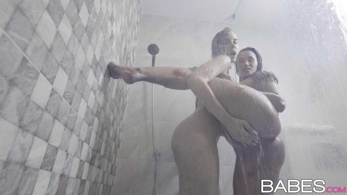 Сексапильный секс чики и художницы в студии смотреть эротику