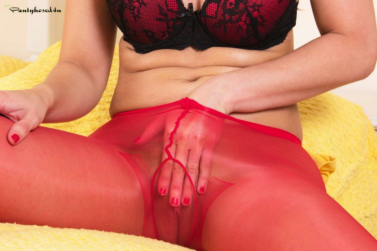 Откровенные фото женщины в красных колготках