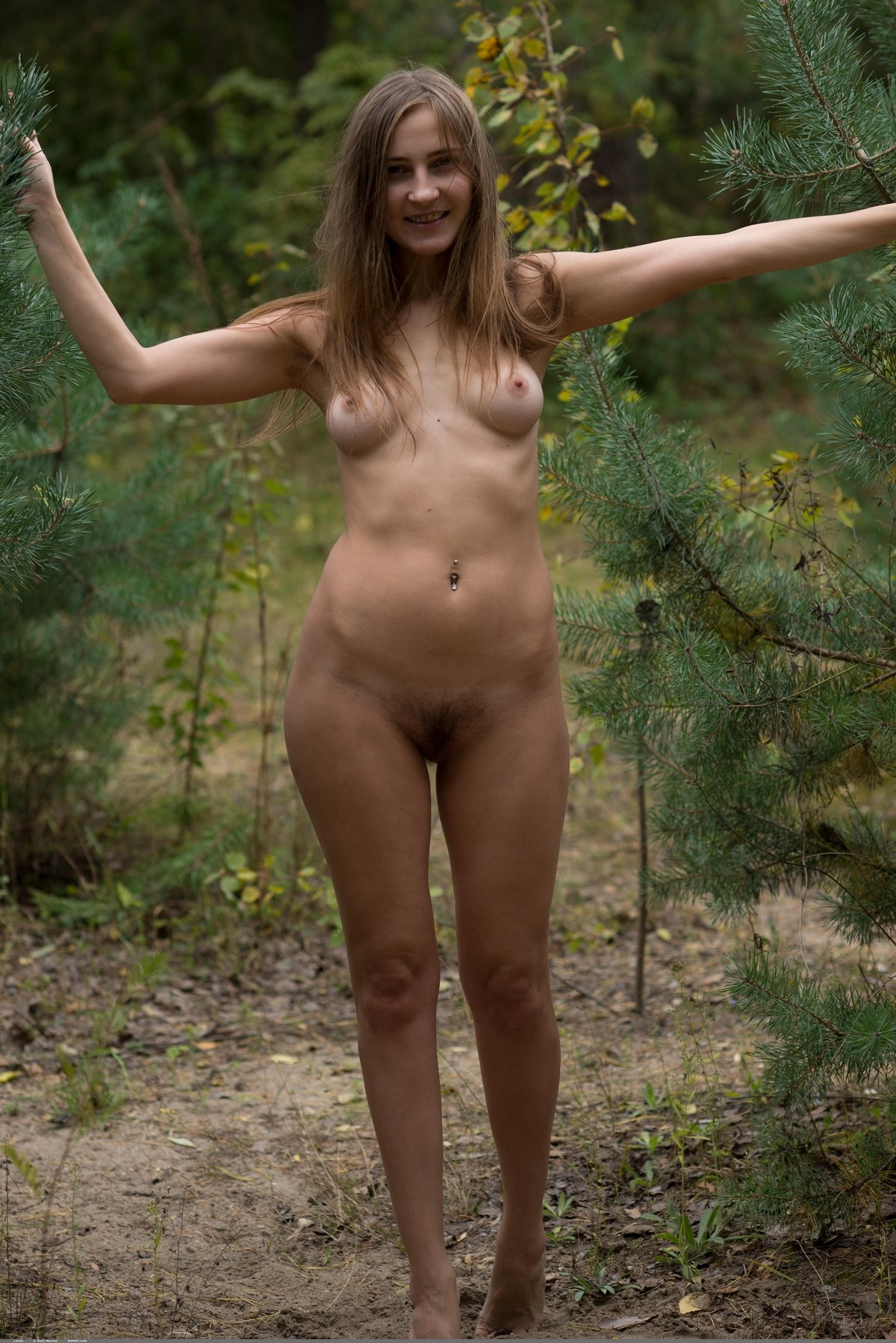 Нагая леди под елкой секс фото
