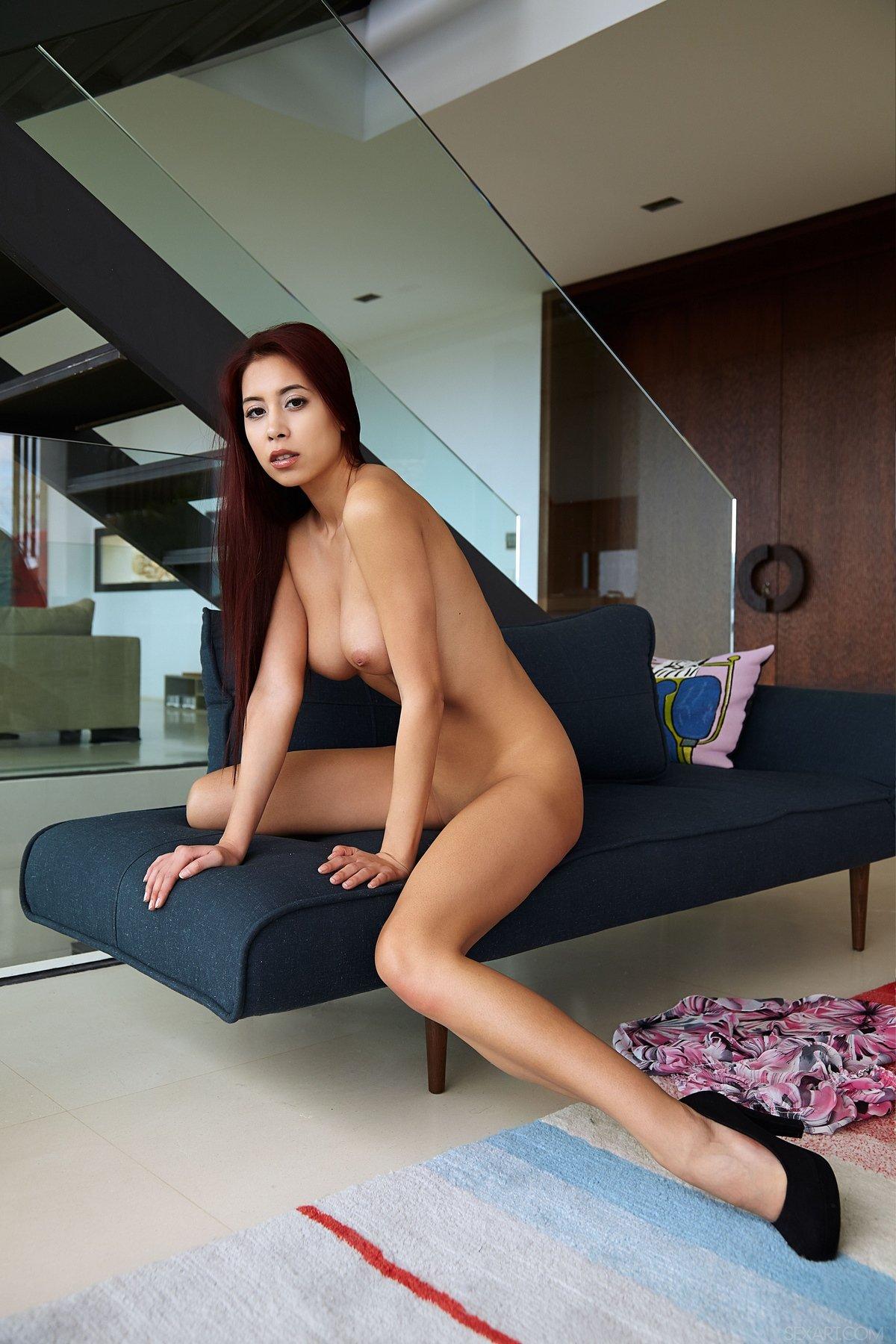 Paula Shy показывает загорелое тело и красивую пизду
