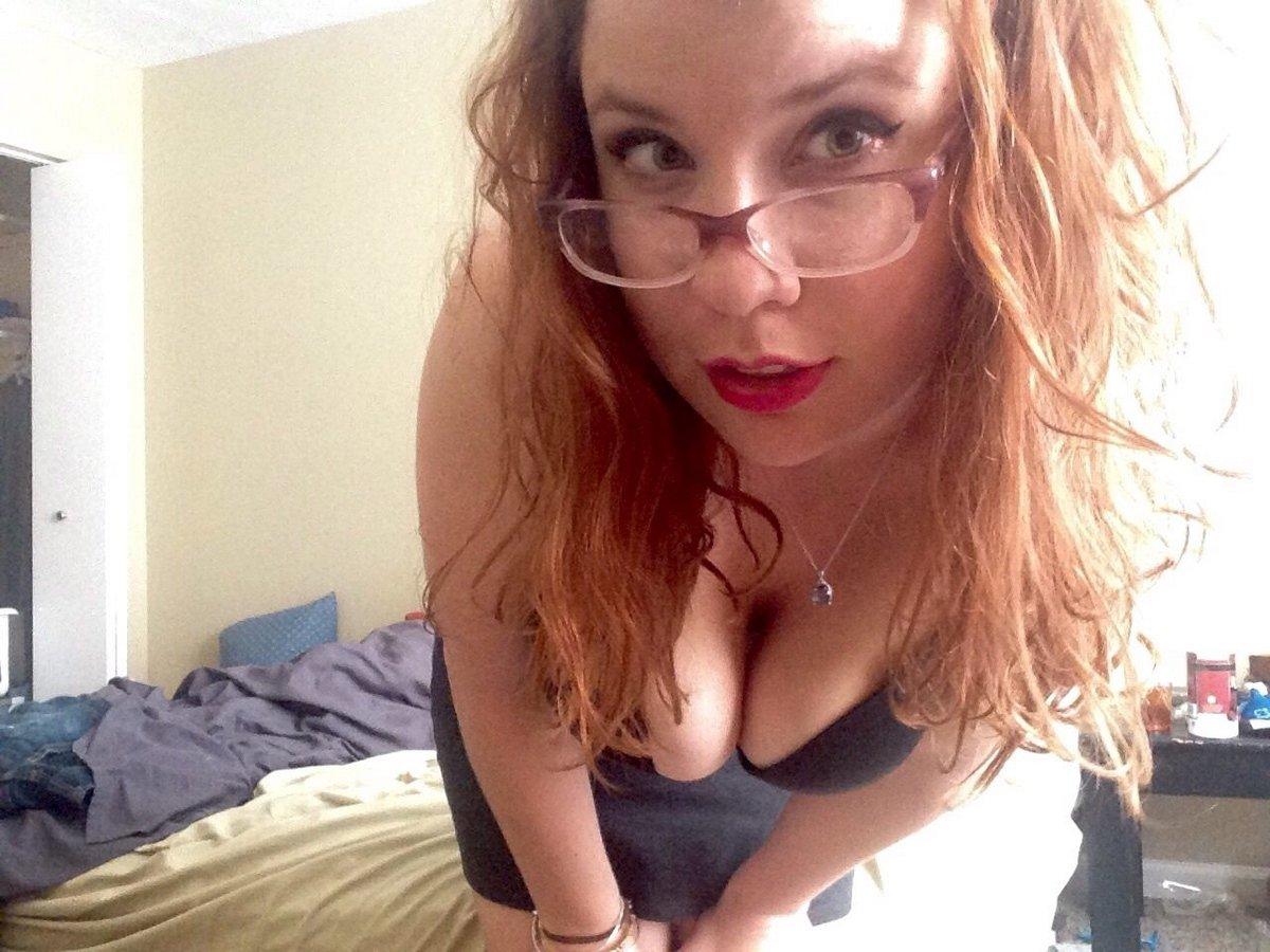 Частные фото рыжей девицы с красивой грудью
