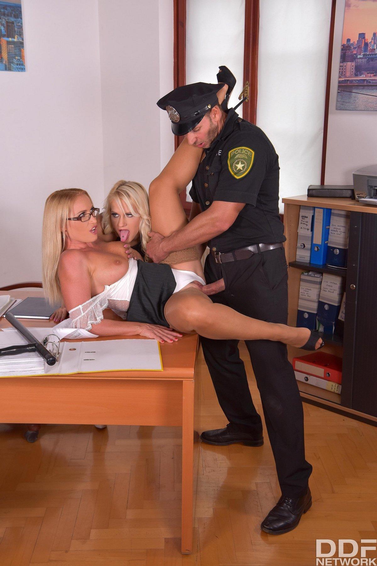 Порнов полиции немец