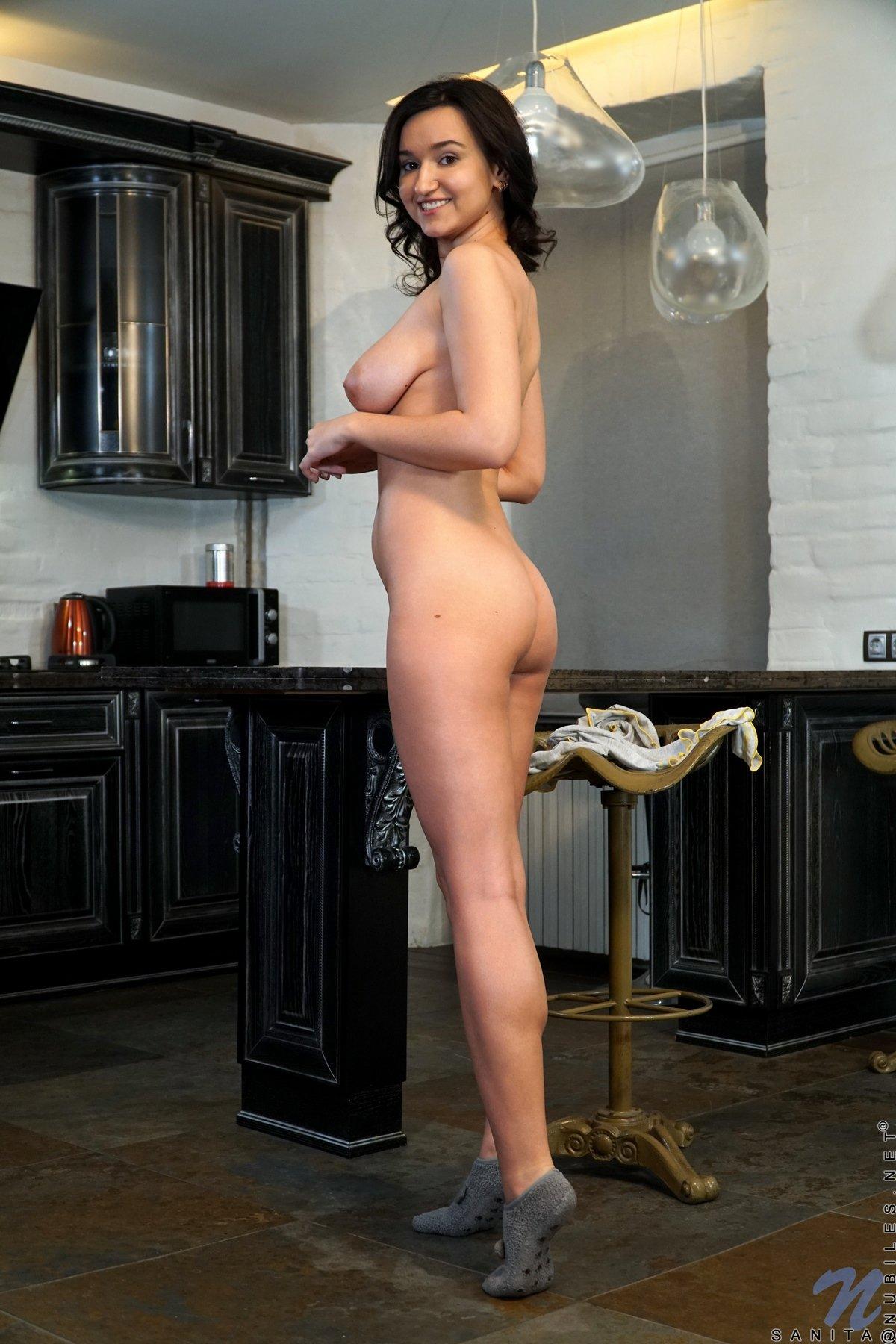 Gia Grace – Гиа Грейс – Обаятельная Брюнетка С Гладкими И Большими Сосками Порно Звезда