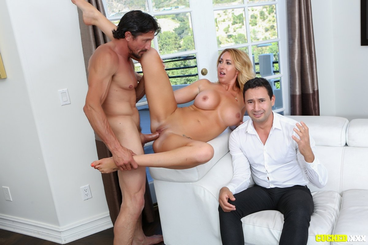 мужчины порно у всех на глазах гугла