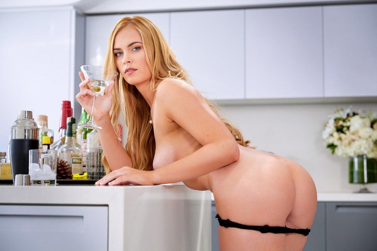 Порнуха шикарной блондинки Bailey Rayne в домашних условиях