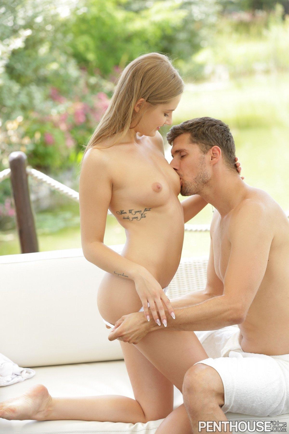 Секс в саду много девушек