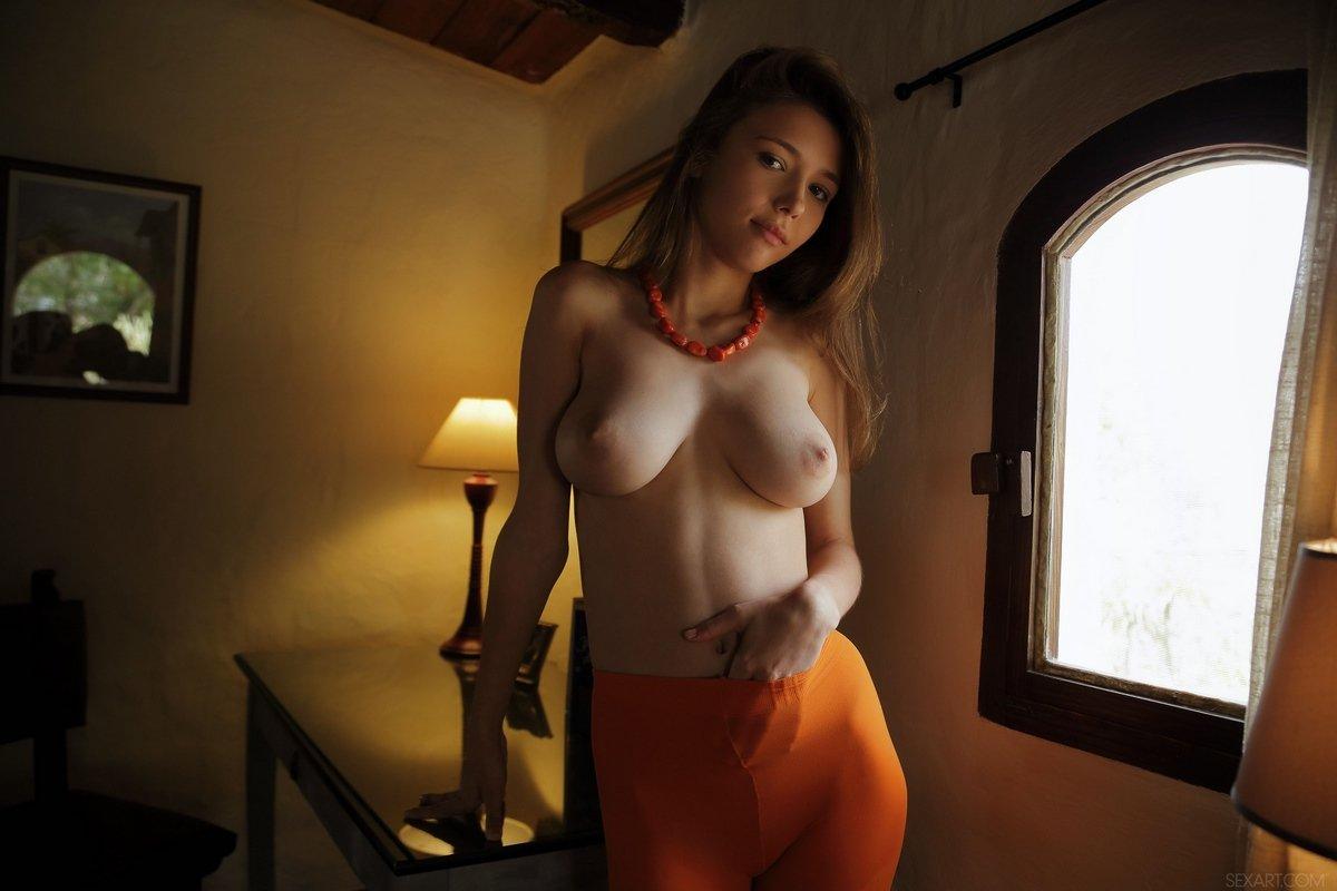 Сисястая Mila в оранжевых колготках