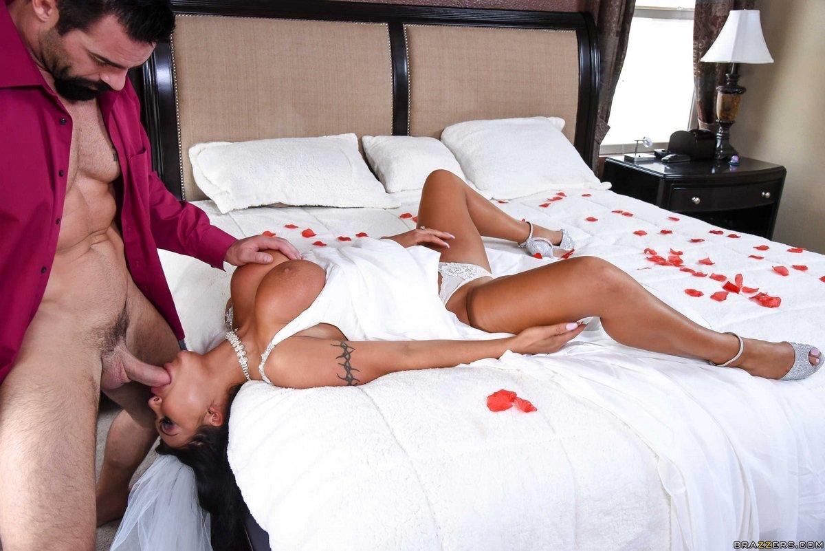 видео первой брачной ночи в порно