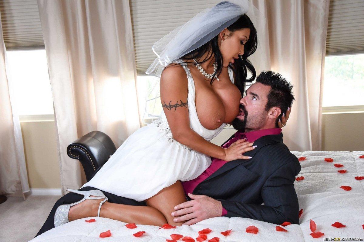 Первая брачная ночь с соблазнительной сисятой невестой