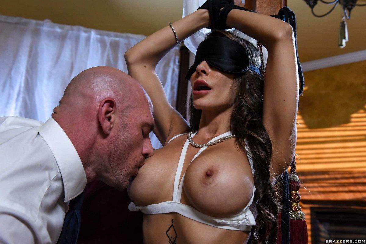 Сексуальный порево с грудастой секс барышней Madison Ivy