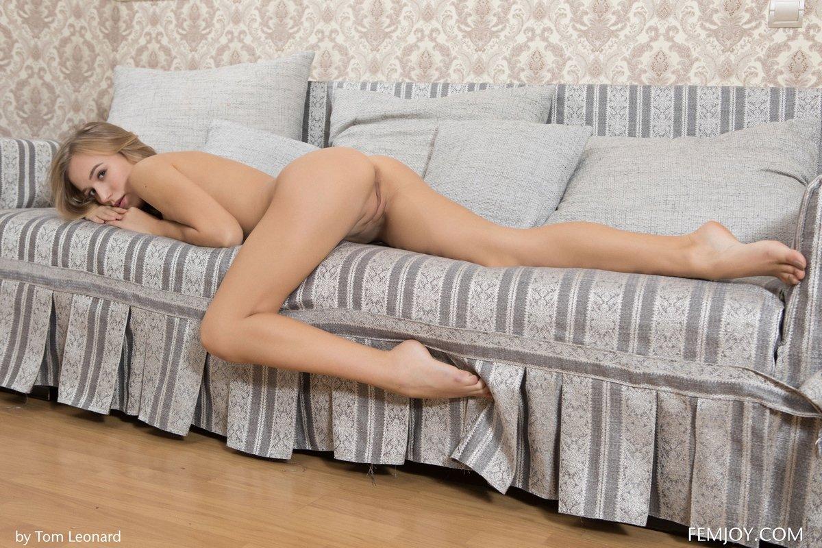 Светловолосая красотка Vika показала аппетитное голое тело