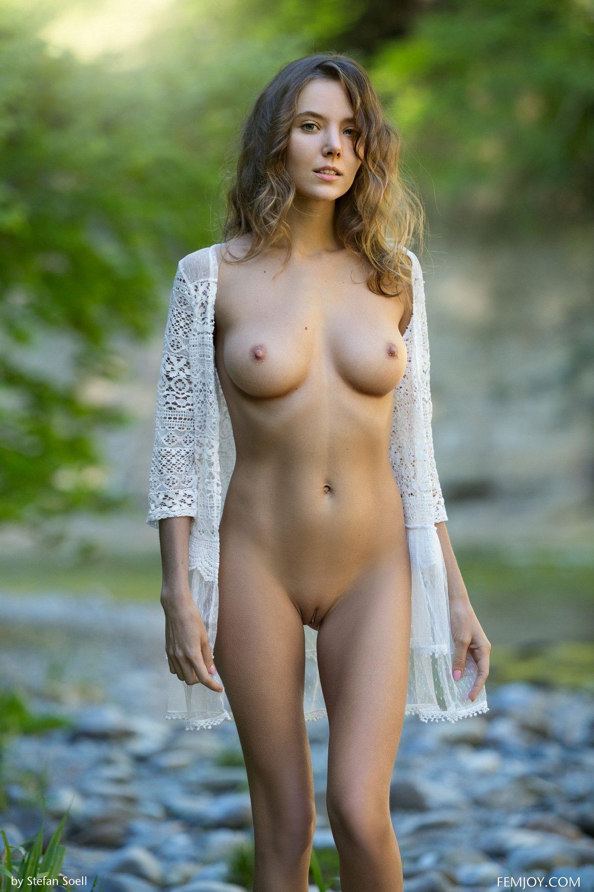 Порно высокой блондинки на берегу