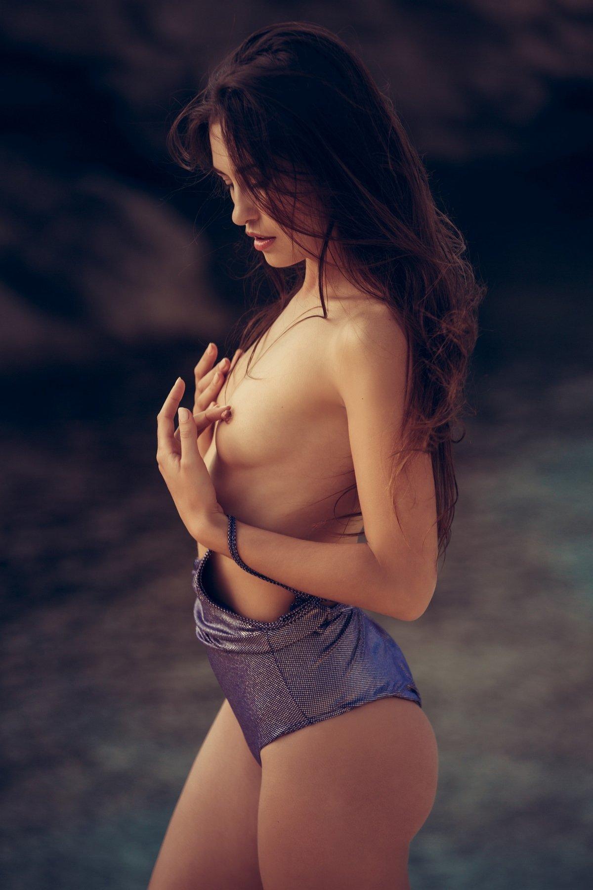 Эротика С Девушкой На Полянке Порно И Секс Фото С Брюнетками