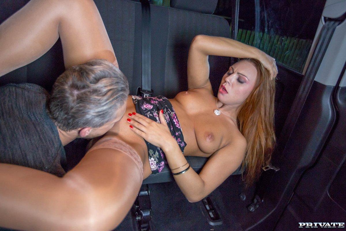 Секс лесбиянок в машине, В Машине Лесбиянки (найденопорно видео роликов) 13 фотография