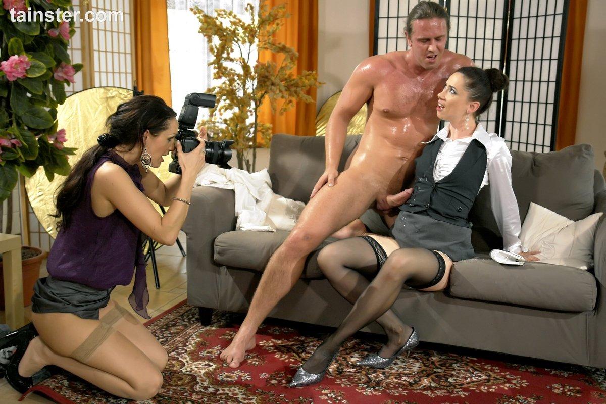 Жених и невеста занялись сексом с фотографом