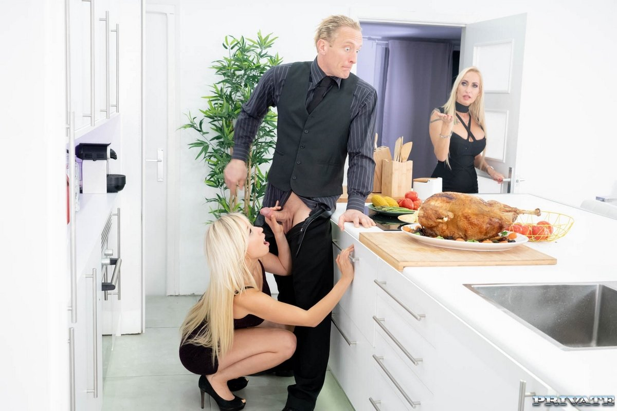 Порно муж изменяет жене на кухне