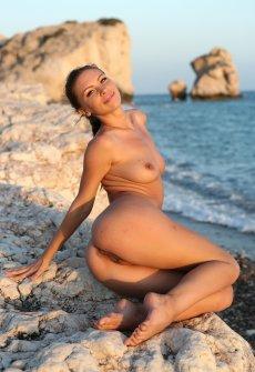 Порно фильмы на берегу моря с молодыми девченками