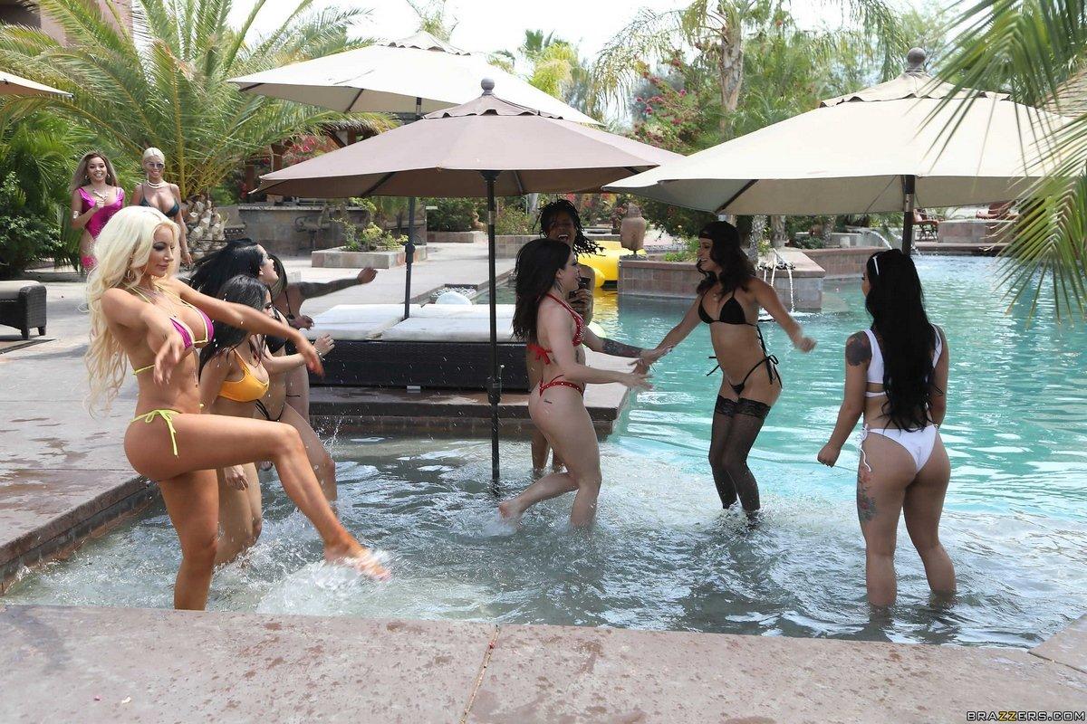 Шикарные порно фото группового секса со знаменитыми моделями Brazzers